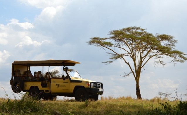 tui-berlin-afrika-kenia-segera-landschaft-auto-TEASER