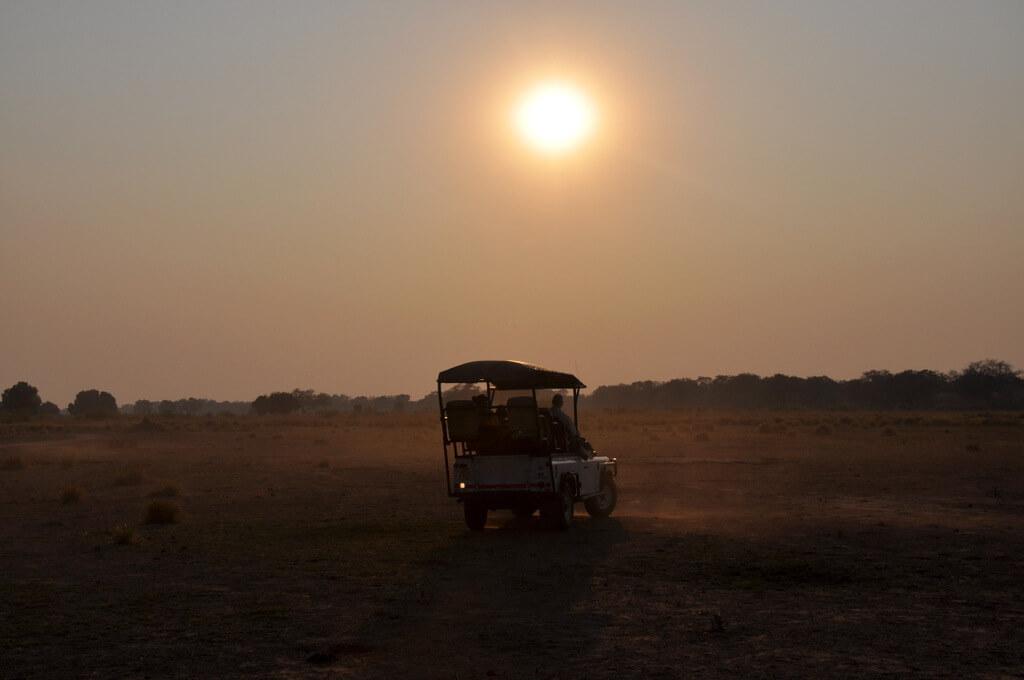 Simbabwe und Victoria Falls mit Wilderness Safaris sonne simbabwe safari land und leute afrika  tui berlin Mana Pools Nationalpark Pirsch Sonnenaufgang