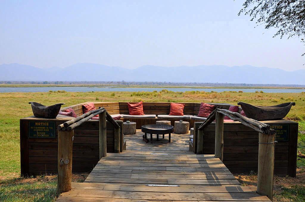 Simbabwe und Victoria Falls mit Wilderness Safaris sonne simbabwe safari land und leute afrika  tui berlin Ruckomechi Camp Sambesi