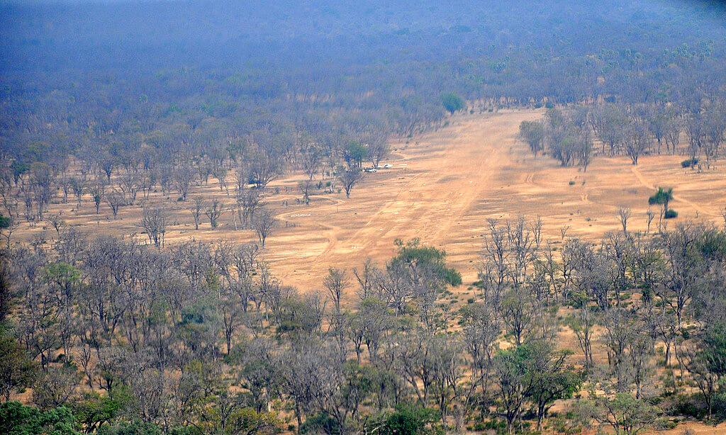 Simbabwe und Victoria Falls mit Wilderness Safaris sonne simbabwe safari land und leute afrika  tui berlin Simbabwe Landepiste