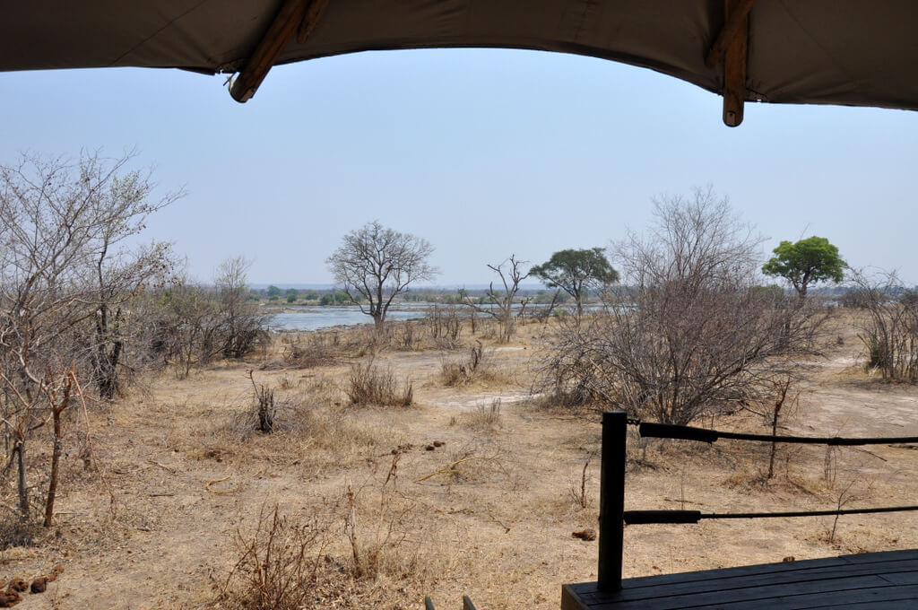 Simbabwe und Victoria Falls mit Wilderness Safaris sonne simbabwe safari land und leute afrika  tui berlin Toka Leya Camp