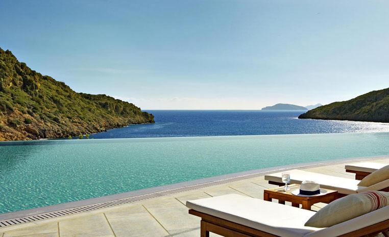 Luxusurlaub mit Preisvorteil: Daios Cove Luxury Resort – 25 % Ermäßigung! tui hotels sonne griechenland angebote und specials angebot  tui berlin reisebuero fruehbucher Daios Cove Infinity Pool