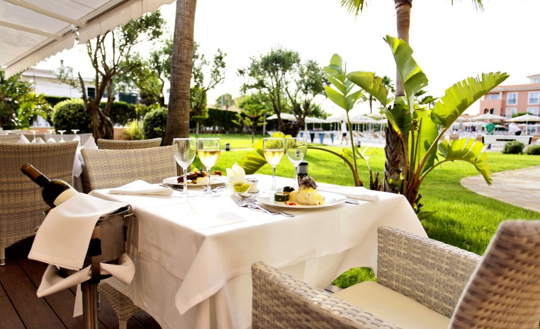 TUI, Reisebüro, Berlin, Mitte, Beratung, airtours, Luxushot,el Angebot, TUI Holly, TUI Top Quality, Robinson, Sensimar, TUI BLUE, Malediven, Türkei, Kos