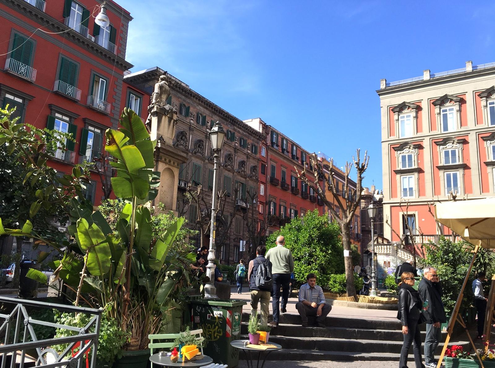 Neapel und Apulien   eine lohnenswerte Kombination staedtereisen sonne reisebericht new italien  TUI Berlin Italien Neapel Piazza Bellini Reisebericht
