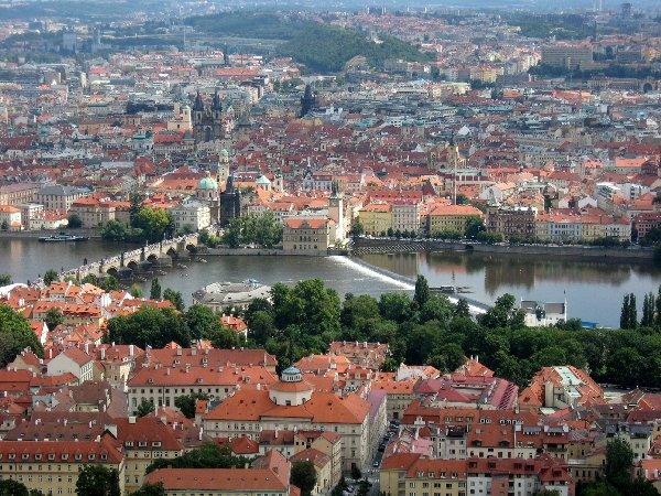 Prag. Die Goldene Stadt neu entdecken. tschechien staedtereisen europa  blick auf die karlsbrucke