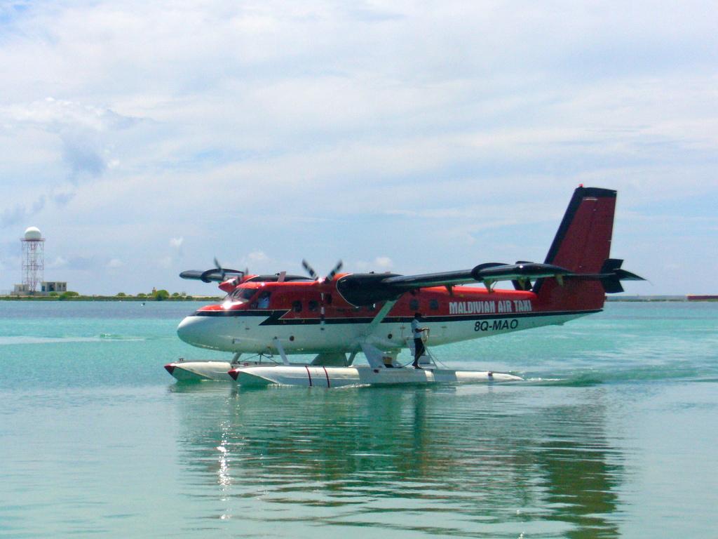 """Hochzeitsreise Malediven """"Lily Beach Resort & Spa"""" strand sonne malediven indischer ozean orient honeymoon 2  Bild 1"""
