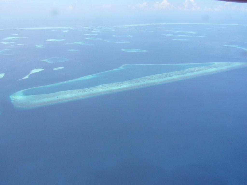 """Hochzeitsreise Malediven """"Lily Beach Resort & Spa"""" strand sonne malediven indischer ozean orient honeymoon 2  Bild 2"""