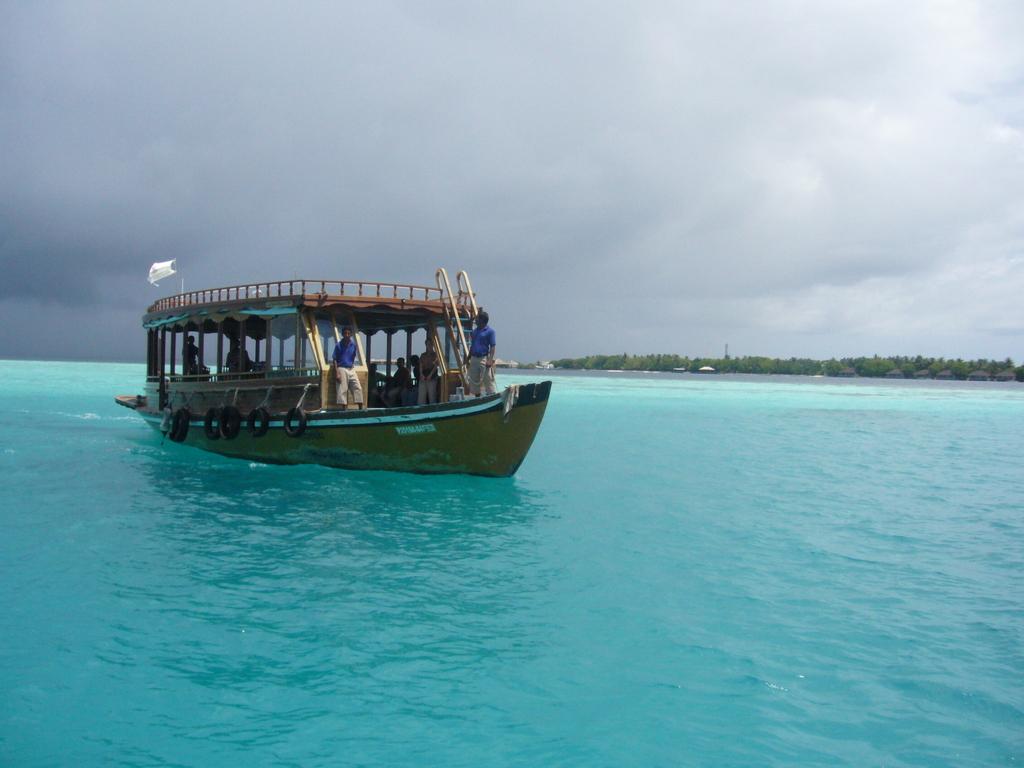 """Hochzeitsreise Malediven """"Lily Beach Resort & Spa"""" strand sonne malediven indischer ozean orient honeymoon 2  Bild 3"""