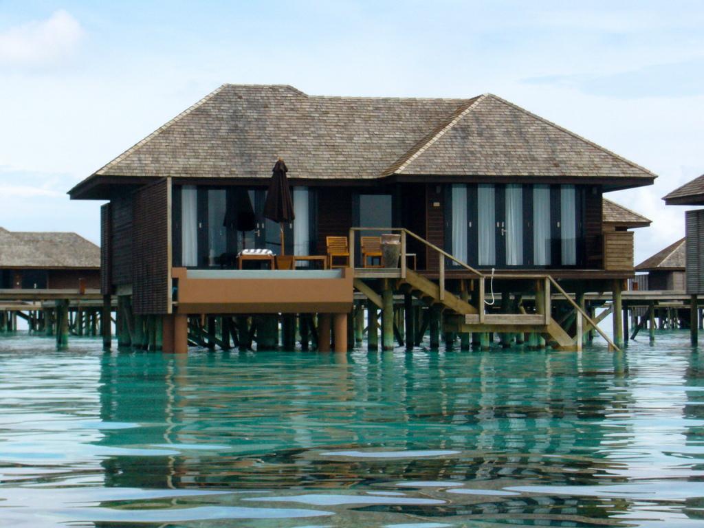 """Hochzeitsreise Malediven """"Lily Beach Resort & Spa"""" strand sonne malediven indischer ozean orient honeymoon 2  Bild 5"""