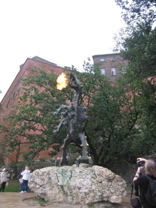 Krakau. World of TUI persönlich staedtereisen land und leute familie europa  tui berlin krakau drachen statue