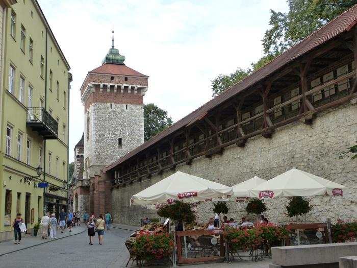 Krakau. World of TUI persönlich staedtereisen land und leute familie europa  tui berlin krakau stadtmauer