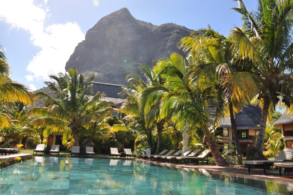 Mauritius und Ras Al Khaimah. Eine Strand  und Wüstenkombination. sonne mauritius indischer ozean orient honeymoon 2  tui berlin mauritius le morne beachcomber paradis pool