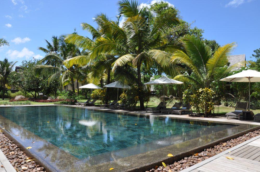 Mauritius und Ras Al Khaimah. Eine Strand  und Wüstenkombination. sonne mauritius indischer ozean orient honeymoon 2  tui berlin mauritius trou aux biches kleiner pool