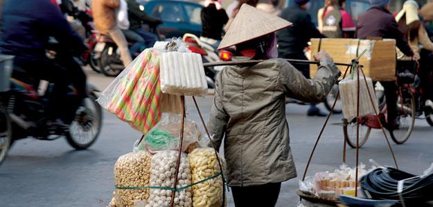 Trendziel Vietnam. Mit goXplore erleben junge Menschen große Abenteuer für kleines Geld. vietnam sonne land und leute asien  AVCH street vendor
