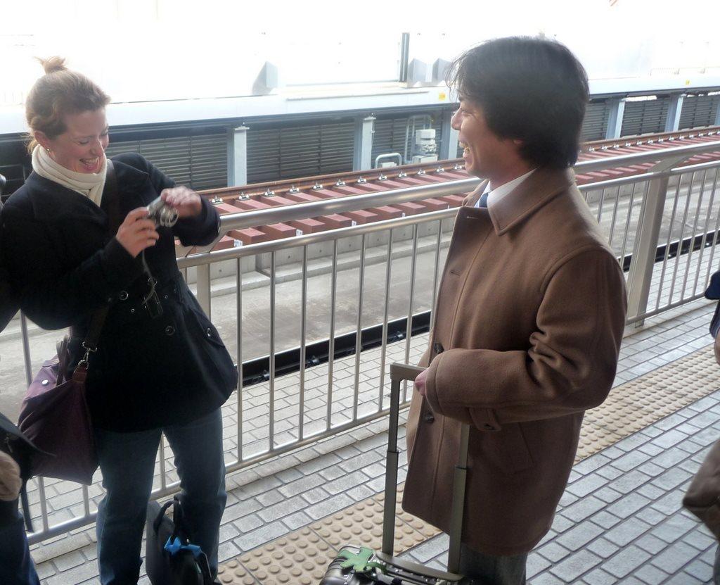 Japan. Das Land der aufgehenden Sonne. staedtereisen land und leute asien  tui berlin japan bahnhof begegnung