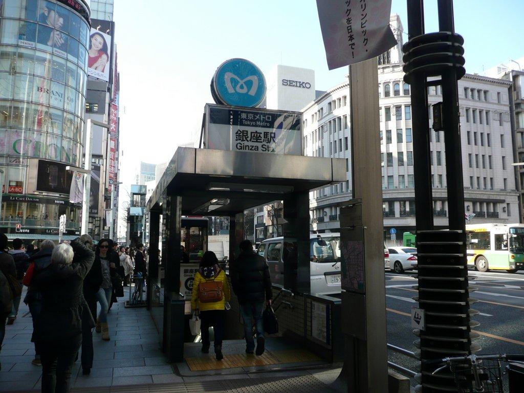 Japan. Das Land der aufgehenden Sonne. staedtereisen land und leute asien  tui berlin japan tokyo ginza u bahnstation