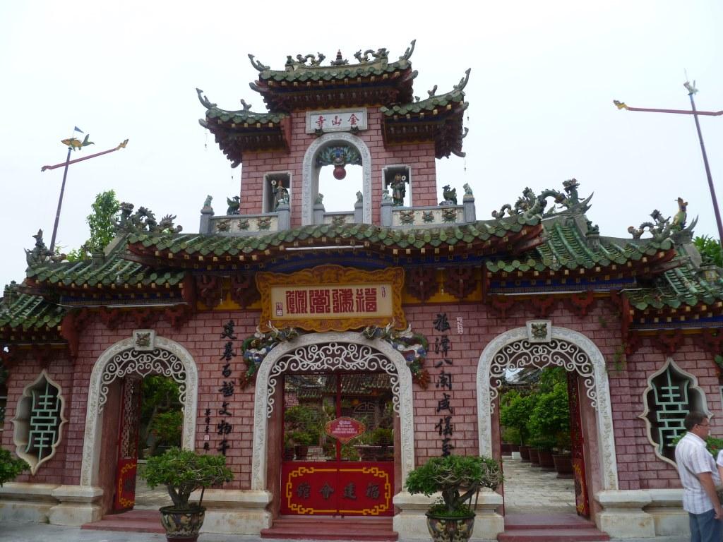 Hoi An. Freiluftmuseum in Zentralvietnam. vietnam strand staedtereisen sonne land und leute asien  tui berlin vietnam hoi an altstadt bogen