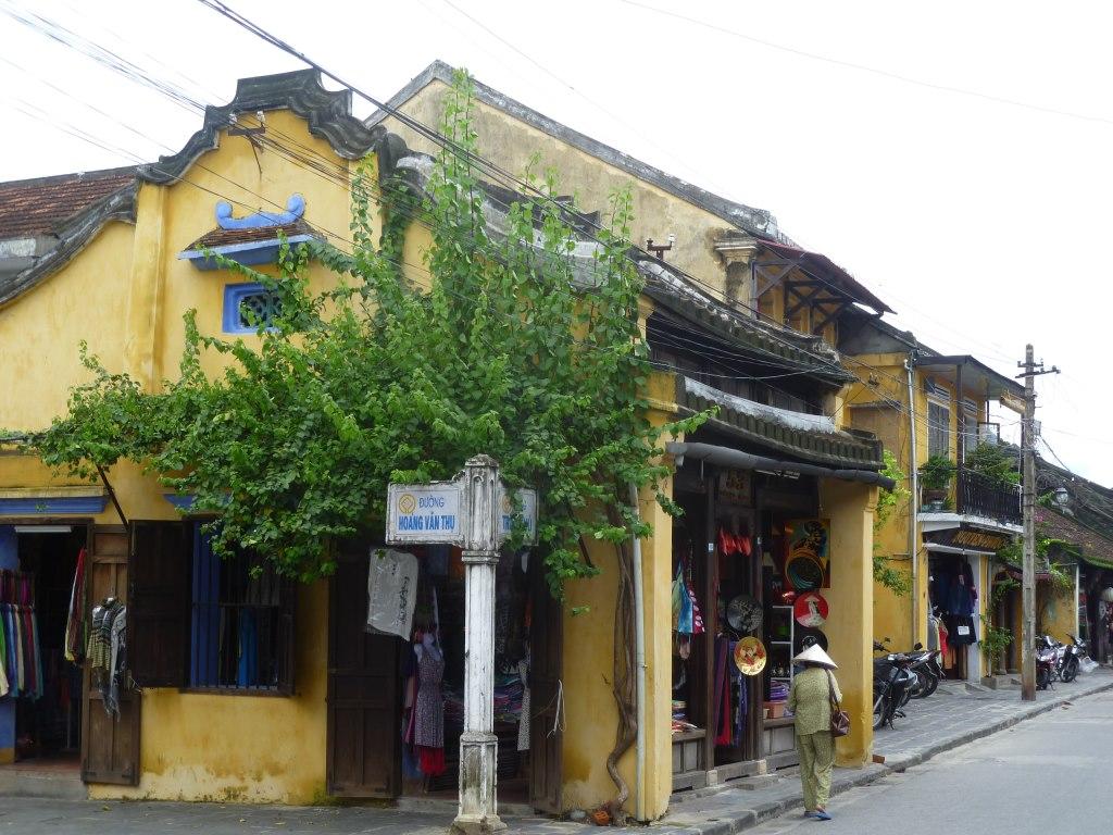 Hoi An. Freiluftmuseum in Zentralvietnam. vietnam strand staedtereisen sonne land und leute asien  tui berlin vietnam hoi an altstadt kreuzung