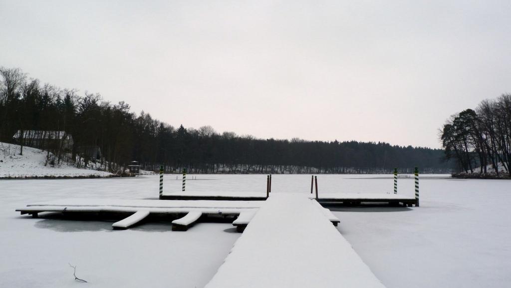Ein Traum für Ruhesucher. Winterwochenende im Gut Klostermühle. familie europa deutschland  tui berlin brandenburg schnee see gut klostermuehle