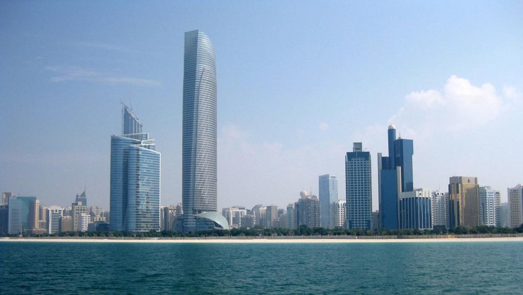 Mein Schiff 2. Reise ins Morgenland   Dubai und Orient. staedtereisen land und leute orient oman kreuzfahrt dubai abu dhabi  tui berlin kreuzfahrt dubai orient mein schiff2 abu dhabi skyline