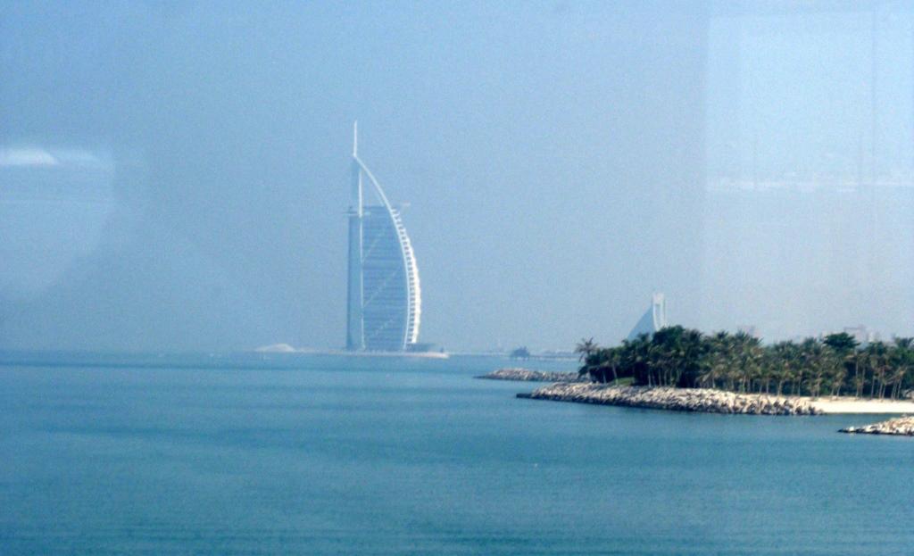 Mein Schiff 2. Reise ins Morgenland   Dubai und Orient. staedtereisen land und leute orient oman kreuzfahrt dubai abu dhabi  tui berlin kreuzfahrt dubai orient mein schiff2 burj al arab