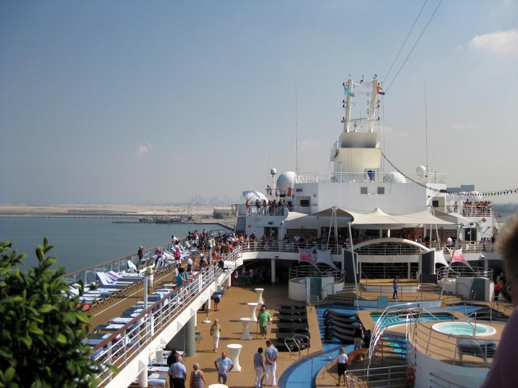 Mein Schiff 2. Reise ins Morgenland   Dubai und Orient. staedtereisen land und leute orient oman kreuzfahrt dubai abu dhabi  tui berlin kreuzfahrt dubai orient mein schiff2 seetag