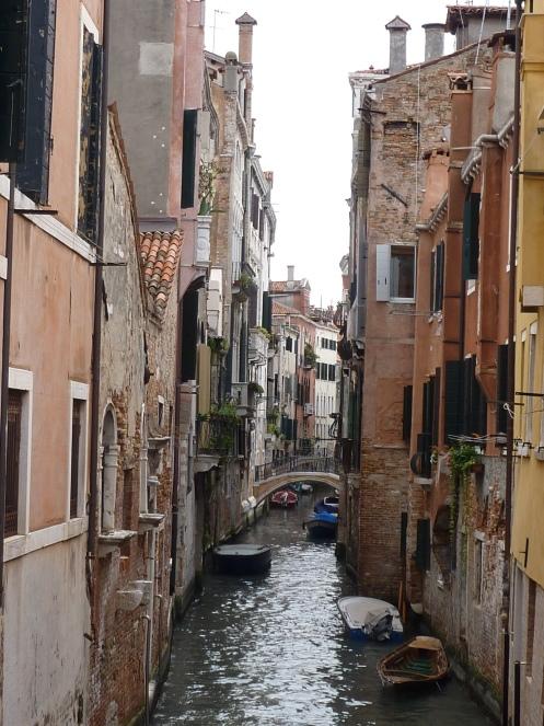 Venedig im Regen   wunderschön! staedtereisen italien europa  tui berlin venedig in den gassen