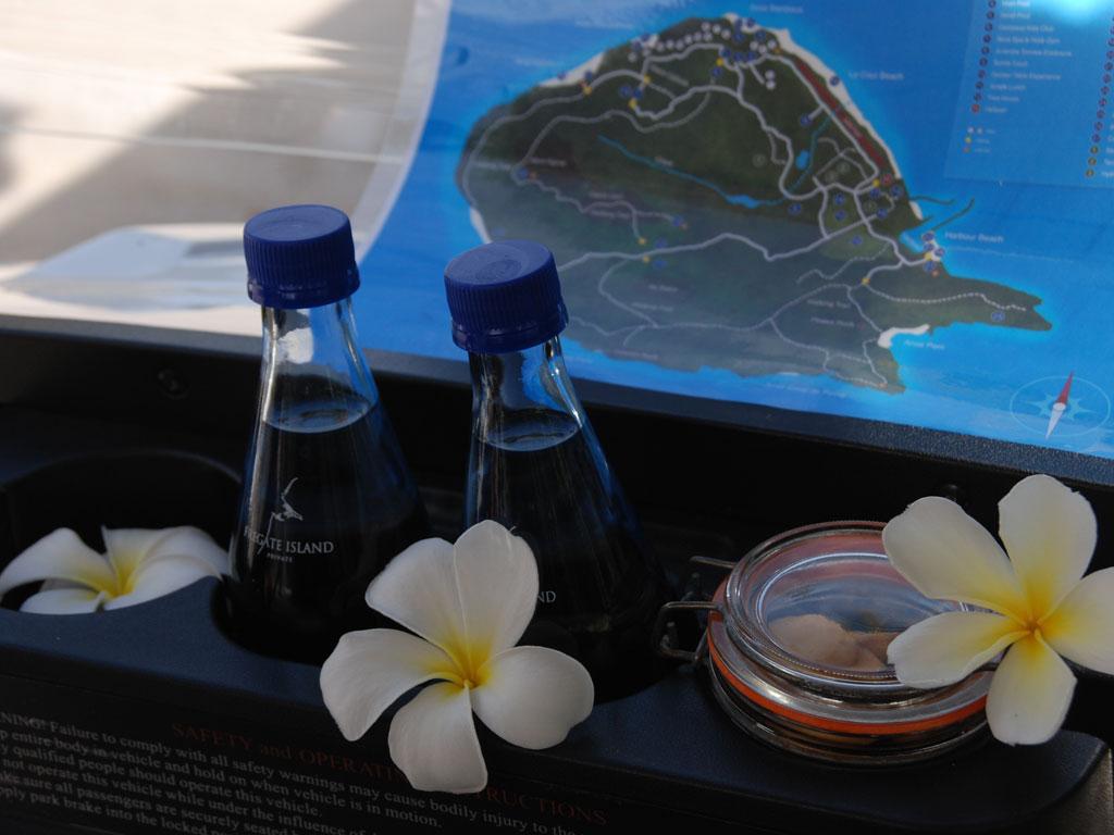 Seychellen. Frégate Island Private strand sonne seychellen reisebericht indischer ozean orient honeymoon 2  C.Diemar Seychellen Frégate IslandBuggy Cockpit