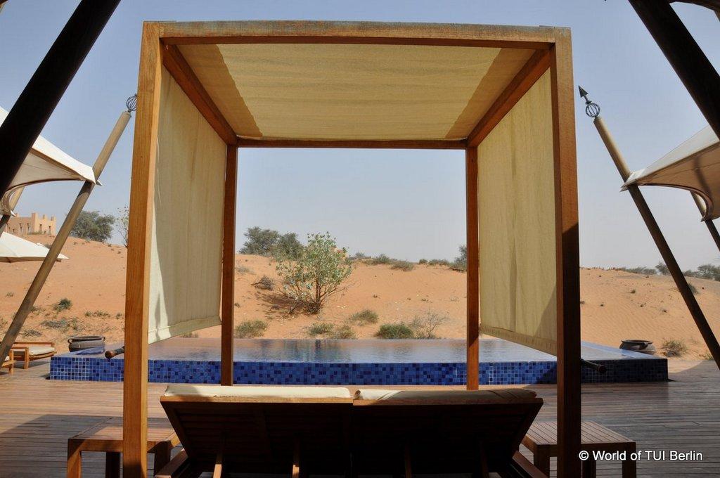 Sandboarding in Ras Al Khaimah. Eine Auszeit im Banyan Tree Al Wadi. staedtereisen sonne orient dubai  tui berlin ras al khaimah banyan tree al wadi daybed