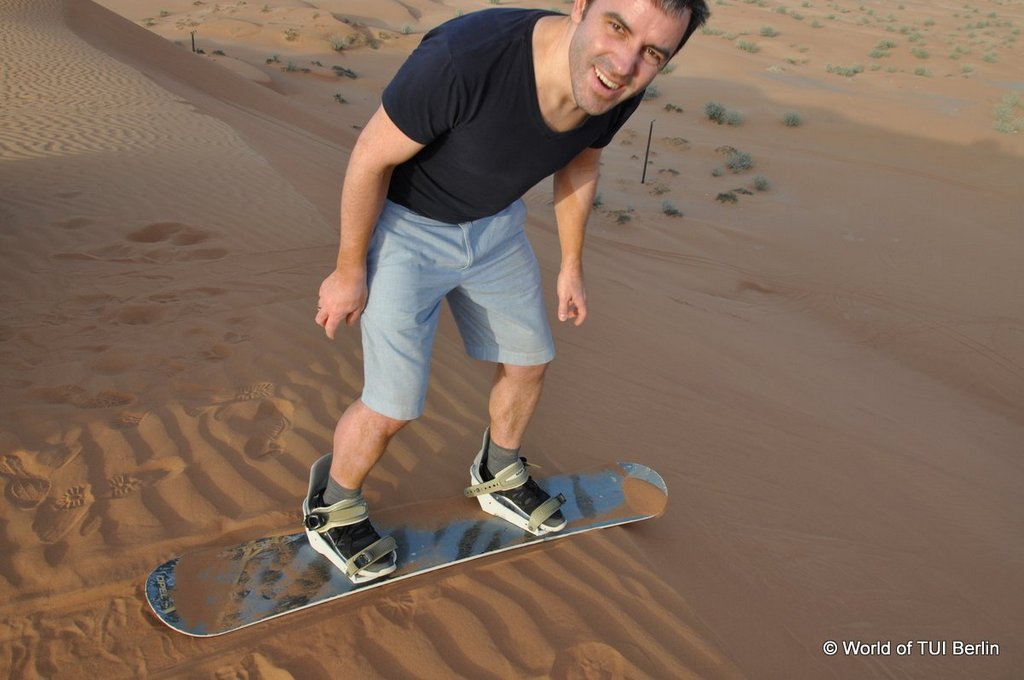 Sandboarding in Ras Al Khaimah. Eine Auszeit im Banyan Tree Al Wadi. staedtereisen sonne orient dubai  tui berlin ras al khaimah sandboarding joerg kaestner