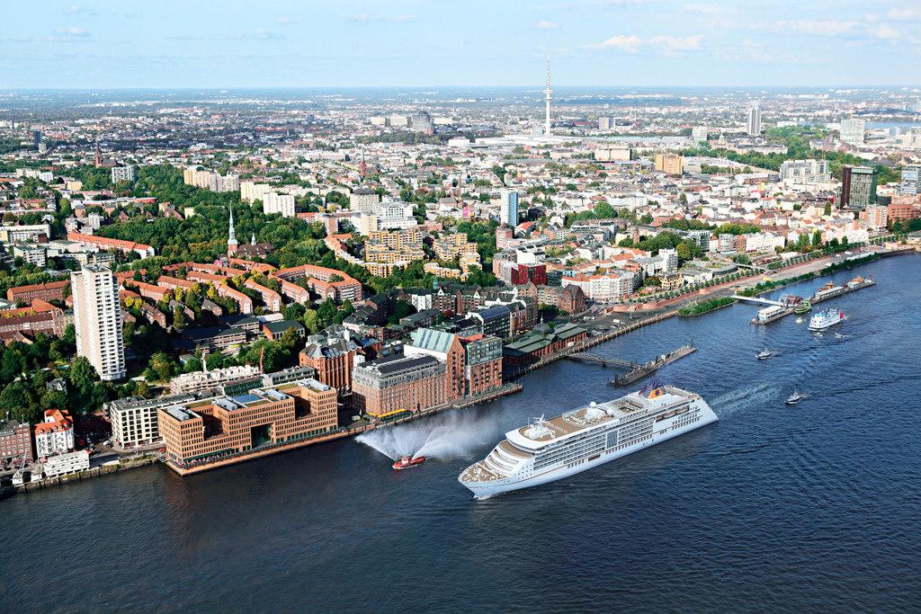 Vorab Test: Die Taufe der neuen MS Europa 2 staedtereisen kreuzfahrt europa  EUROPA2 Hamburger Kulisse 01