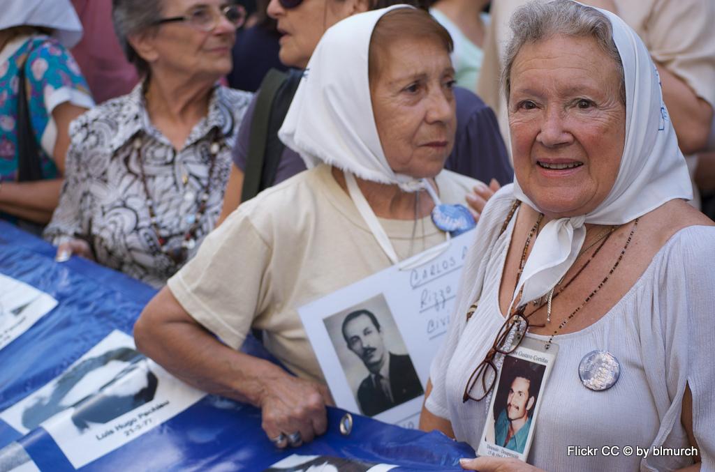 Tango, Taxi und Tortoni. Eine Odyssee durch das Nachtleben von Buenos Aires staedtereisen sonne land und leute argentinien karibik mittelamerika  9 las madres de la plaza de mayo