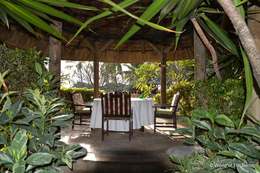 Mauritius. Auf den Spuren der Zuckerbarone. strand sonne mauritius indischer ozean orient honeymoon 2  La Pirogue Lobby