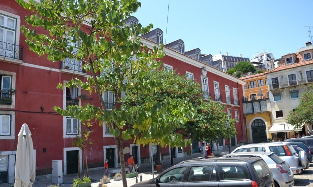 Lissabon   leise rieselt der Putz oder Liebe auf den zweiten Blick. staedtereisen sonne land und leute portugal europa  tui berlin lissabon alfama