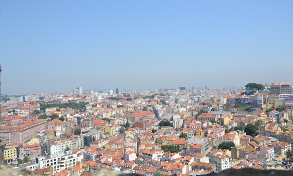 Lissabon   leise rieselt der Putz oder Liebe auf den zweiten Blick. staedtereisen sonne land und leute portugal europa  tui berlin lissabon ausblick