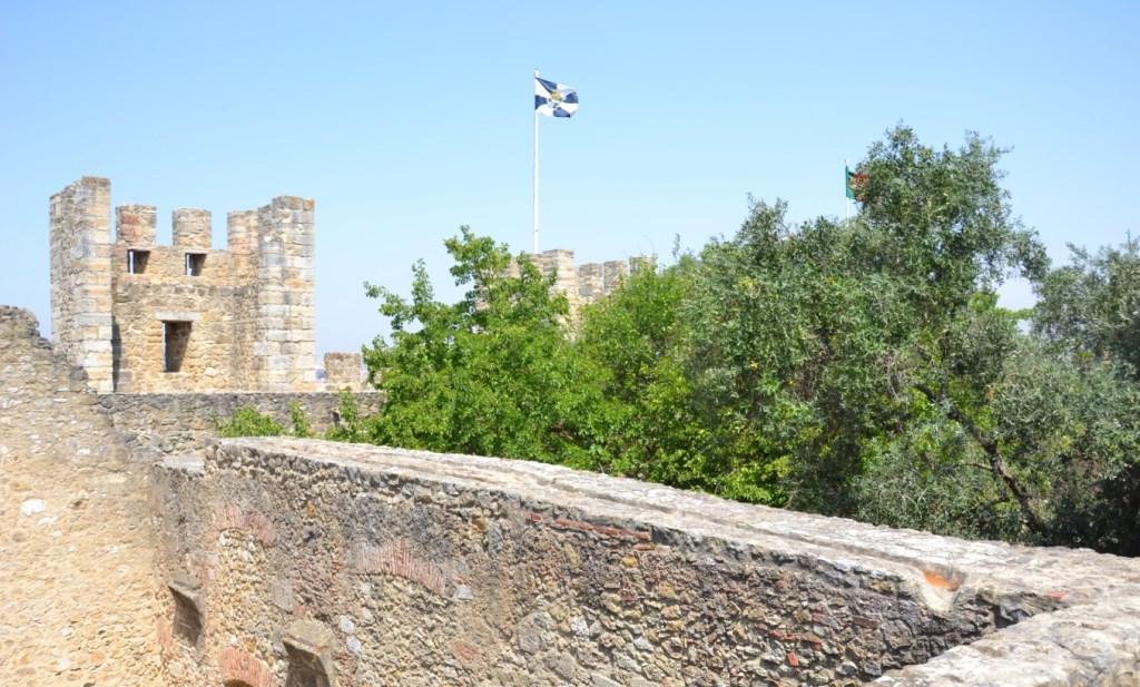 Lissabon   leise rieselt der Putz oder Liebe auf den zweiten Blick. staedtereisen sonne land und leute portugal europa  tui berlin lissabon castelo de sao jorge