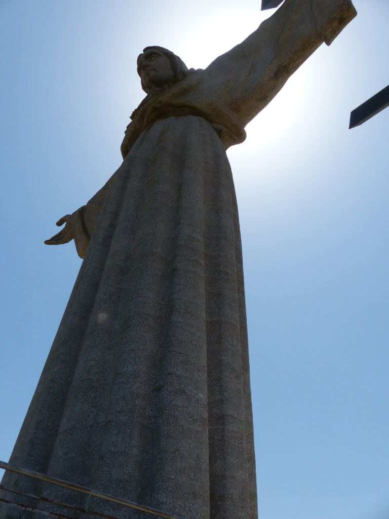 Lissabon   leise rieselt der Putz oder Liebe auf den zweiten Blick. staedtereisen sonne land und leute portugal europa  tui berlin lissabon christo rei