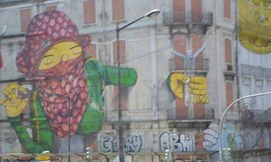Lissabon   leise rieselt der Putz oder Liebe auf den zweiten Blick. staedtereisen sonne land und leute portugal europa  tui berlin lissabon graffiti