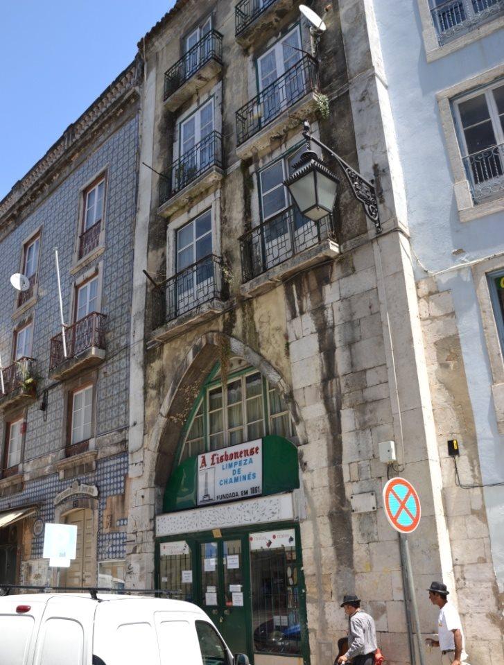Lissabon   leise rieselt der Putz oder Liebe auf den zweiten Blick. staedtereisen sonne land und leute portugal europa  tui berlin lissabon innenstadt