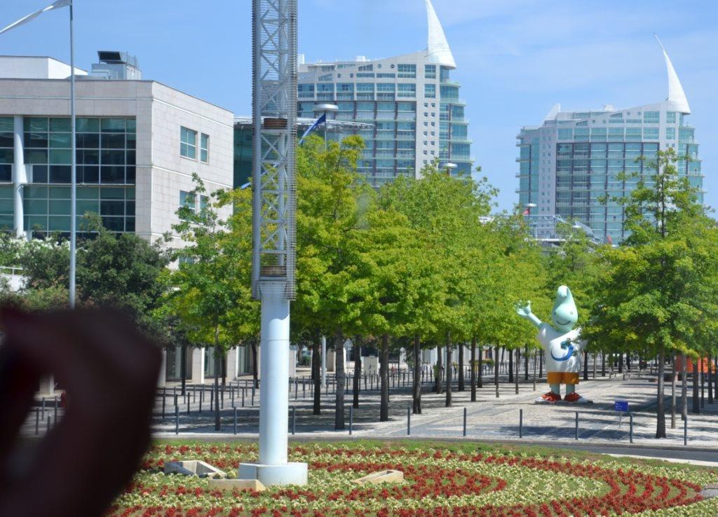 Lissabon   leise rieselt der Putz oder Liebe auf den zweiten Blick. staedtereisen sonne land und leute portugal europa  tui berlin lissabon parque das nacoes architektur