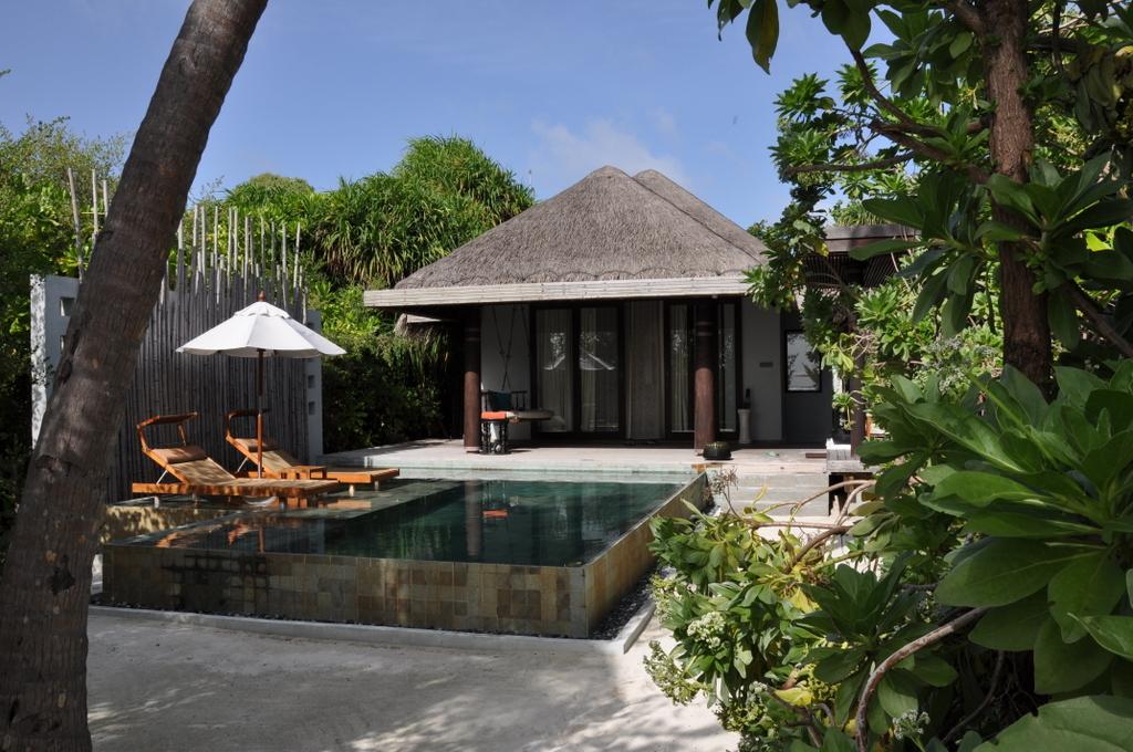 Malediven   wie finde ich meine Insel? Gefunden: Anantara Kihavah Maldives Villen strand sonne reisebericht malediven indischer ozean orient honeymoon 2  tui berlin Anantara Kihavah Beach Villa