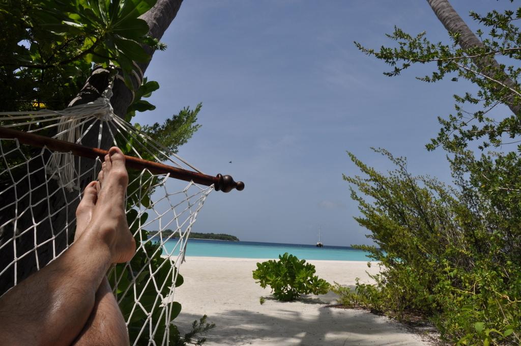 Malediven   wie finde ich meine Insel? Gefunden: Anantara Kihavah Maldives Villen strand sonne reisebericht malediven indischer ozean orient honeymoon 2  tui berlin Anantara Kihavah Joerg Kaestner Haengematte