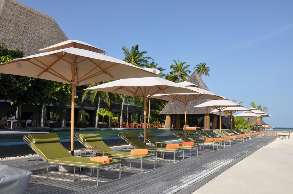 Malediven   wie finde ich meine Insel? Gefunden: Anantara Kihavah Maldives Villen strand sonne reisebericht malediven indischer ozean orient honeymoon 2  tui berlin Anantara Kihavah Pool