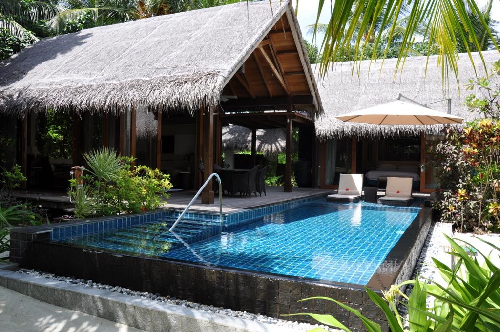Shangri La Villingili   von Puderzuckerstrand und anderen Nebensächlichkeiten strand sonne malediven indischer ozean orient honeymoon 2  tui berlin Malediven Shangri La Villingili Beach Villa Pool Garten