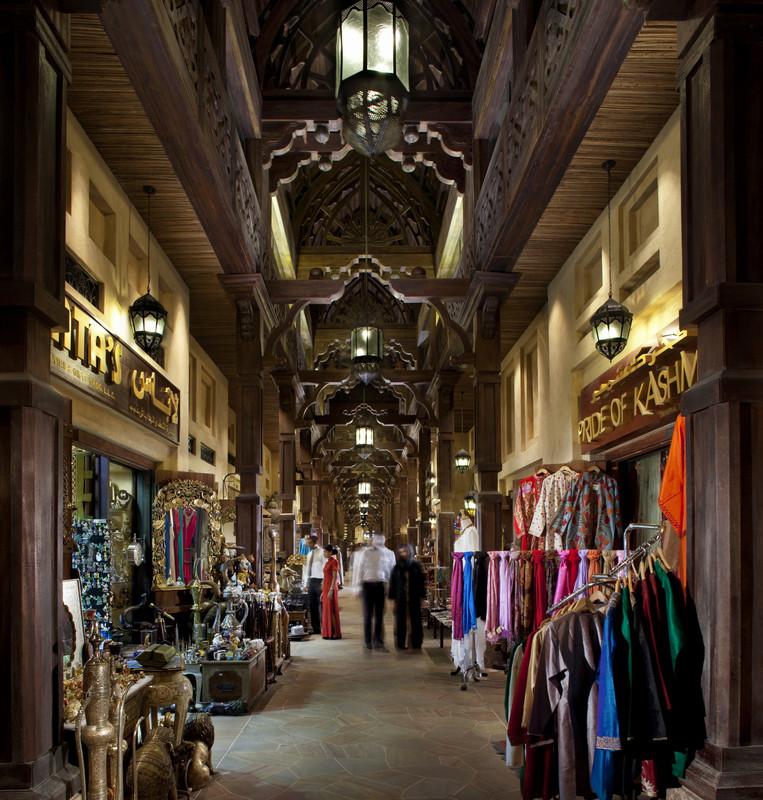 Dubai für Insider. Vier Tage in der Supercity. staedtereisen sonne orient dubai  tui berlin dubai souk madinat jumeirah