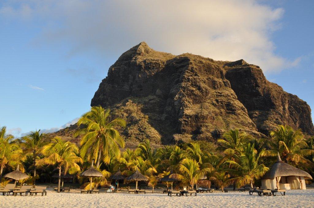 Wo sich jetzt der Sommer verlängern lässt. strand sonne  tui berlin mauritius le morne