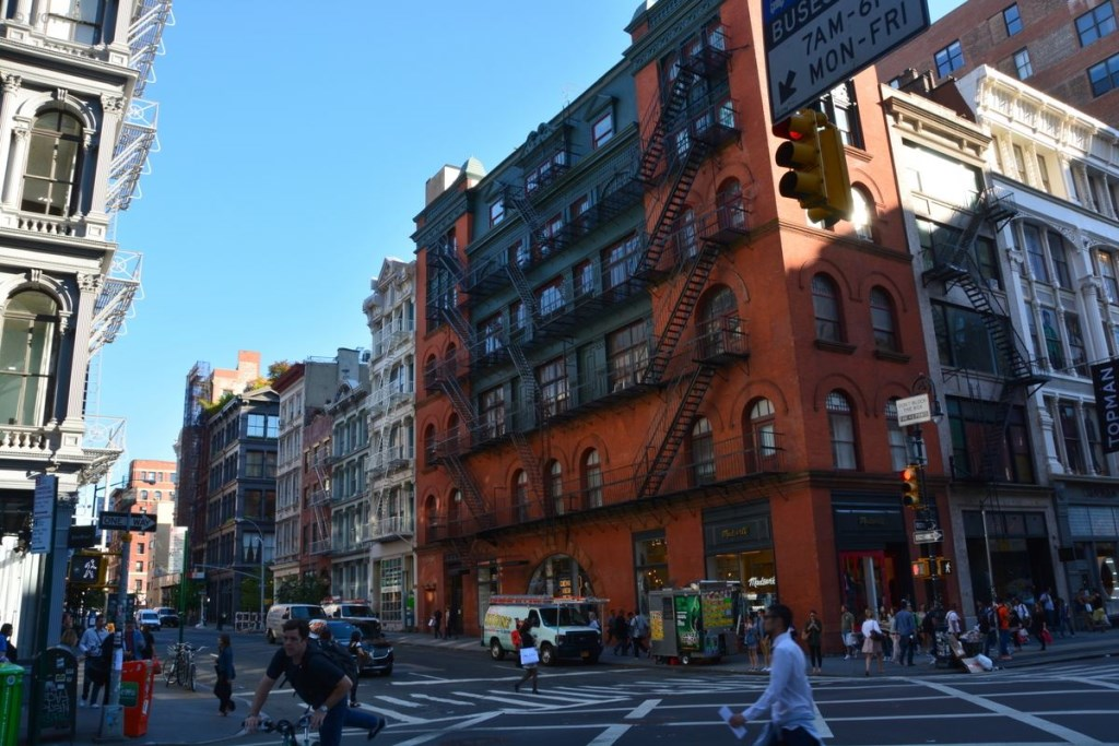 Authentische Nachbarschaft in New York City – Lower East Side. usa staedtereisen karibik mittelamerika  tui berlin new york street life