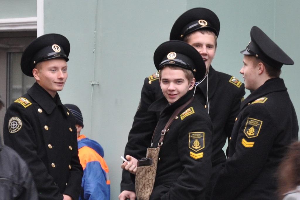 Sankt Petersburg. Kurzreise mit Widrigkeiten. Aber auch mit Glanz und Gloria. staedtereisen europa  tui berlin sankt petersburg gesichter der stadt polizei