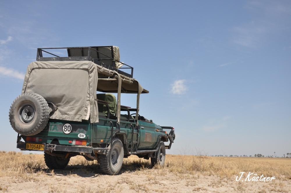 Botswana Treasures. sonne safari botswana afrika  tui berlin Botswana Jacks Camp Kalahari Jeep