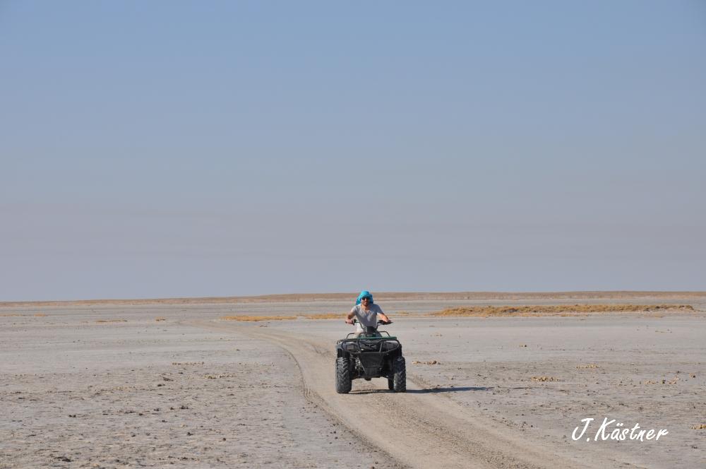 Botswana Treasures. sonne safari botswana afrika  tui berlin Botswana Jacks Camp Kalahari Quad